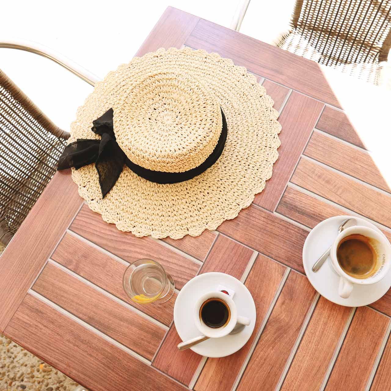 provence-girl-café-france