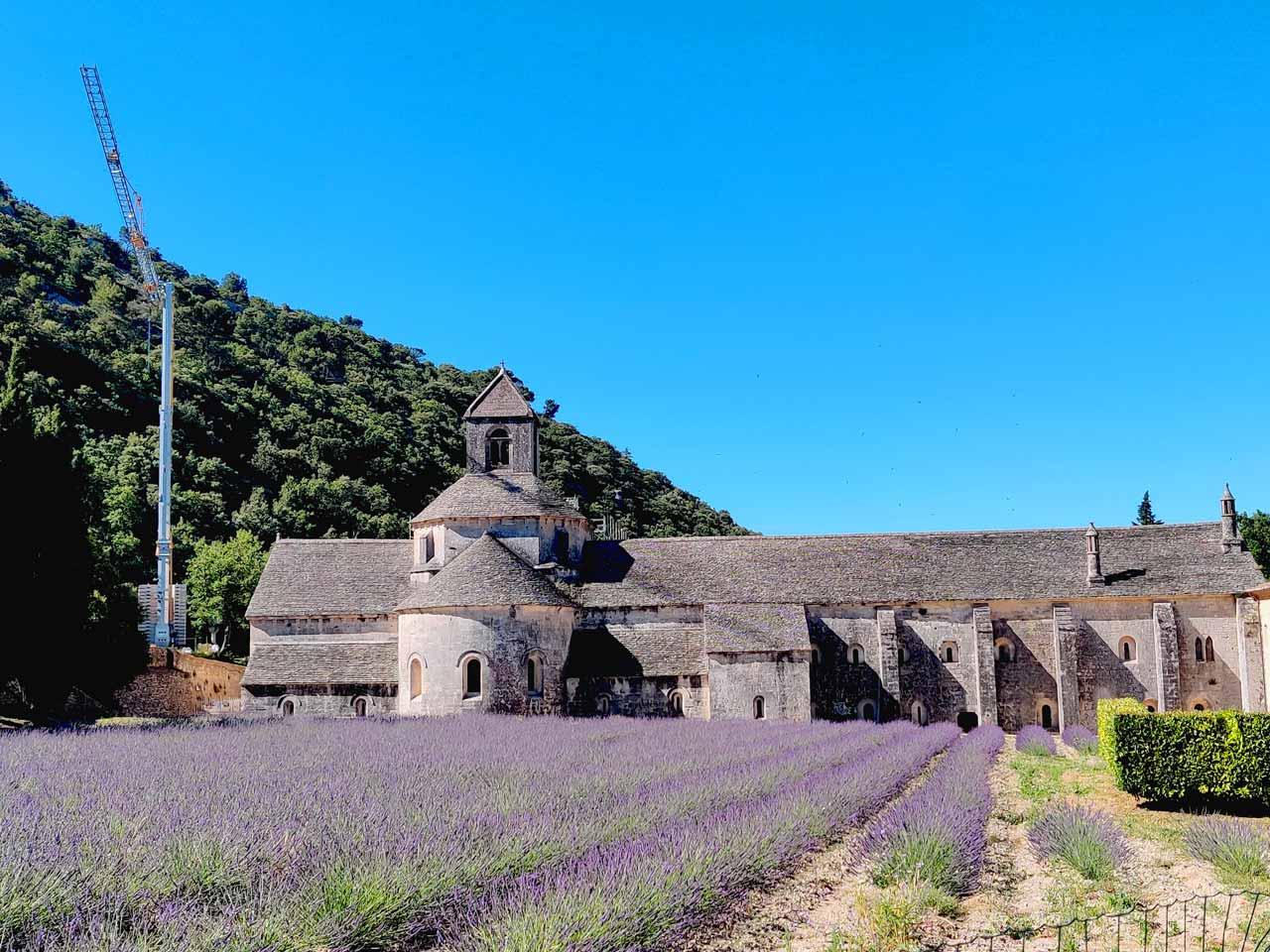 Provence-abbaye-notre-dame-de-Sénanque